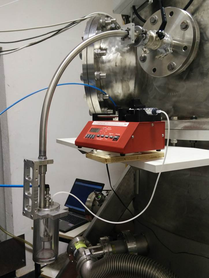 Injection system for gas and aerosols composed by a  Blaustein Atomizer (CH-Technologies) coupled with a syringe pump with controlled speed
